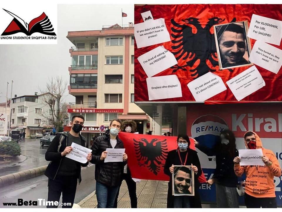 Ashtu si në çdo cep të botës edhe Shqipëtarët e Turqisë i bashkohen protestave të Tiranës.